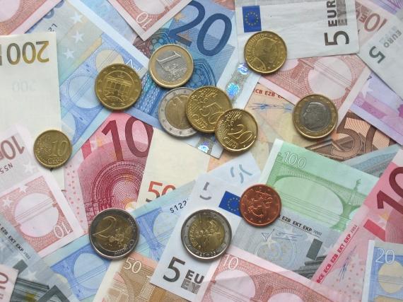 Euro down despite Brexit deal hopes