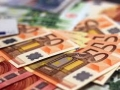 Euro plunges as risk aversion, Italy concerns weigh